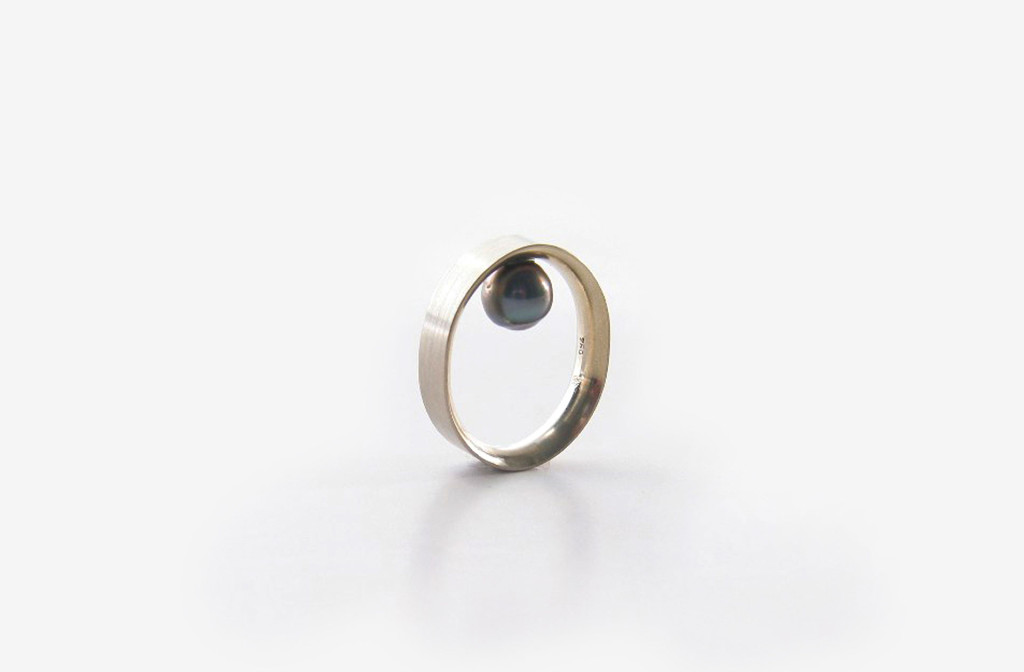 ring. pearl