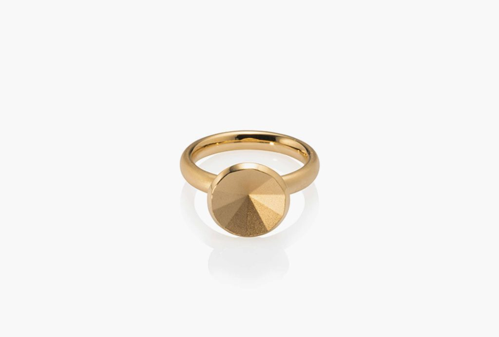 <em>étoile</em> ring. Gold.