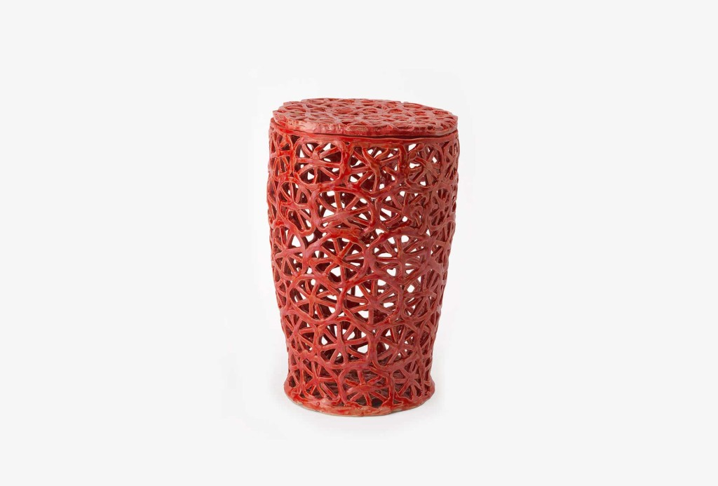 Kati Jünger, <em>Sternenornament</em> [star ornament] urn, 1460 €. Photo Eva Jünger