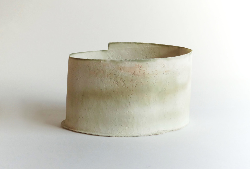 <em>Thin Tin</em> object, 2015. Porcelain, B 15 cm