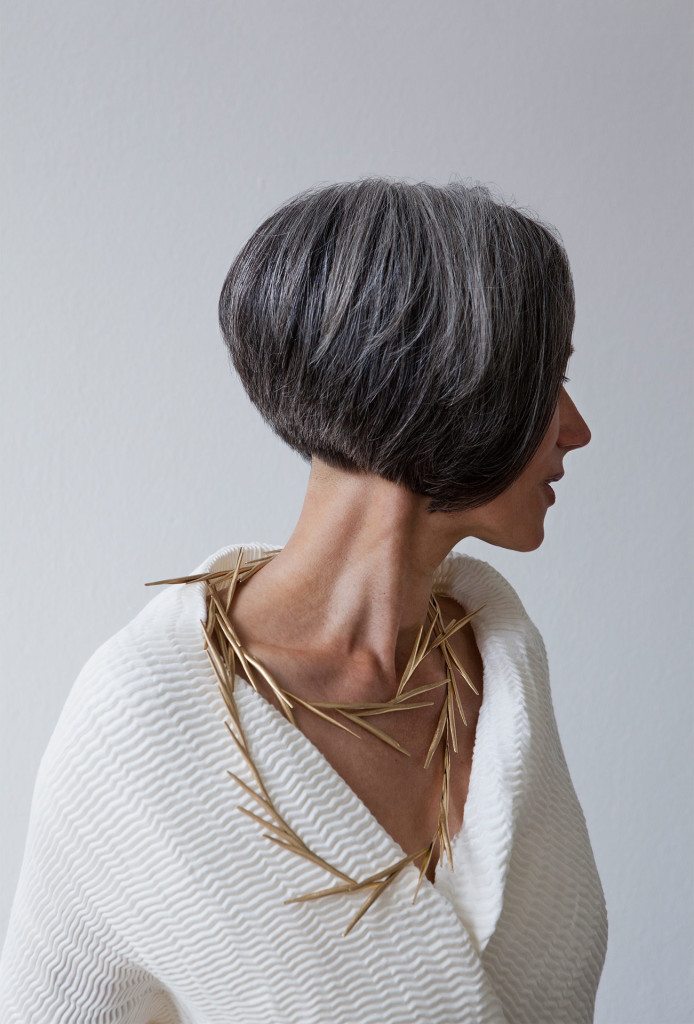 <em>Große Schotenkette</em> necklace. 750 gold, steel silk. Photo Miriam Künzli.
