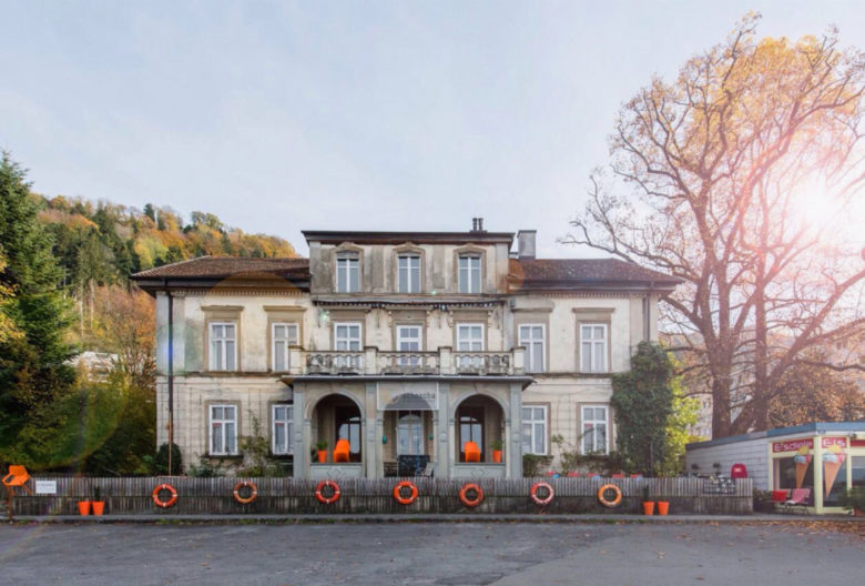 A highlight on the potentiale festival Feldkirch: Schoscha Einrichtungen [facilities] unites design classics in a Bregenz villa and valuable antiques from all over Europe.