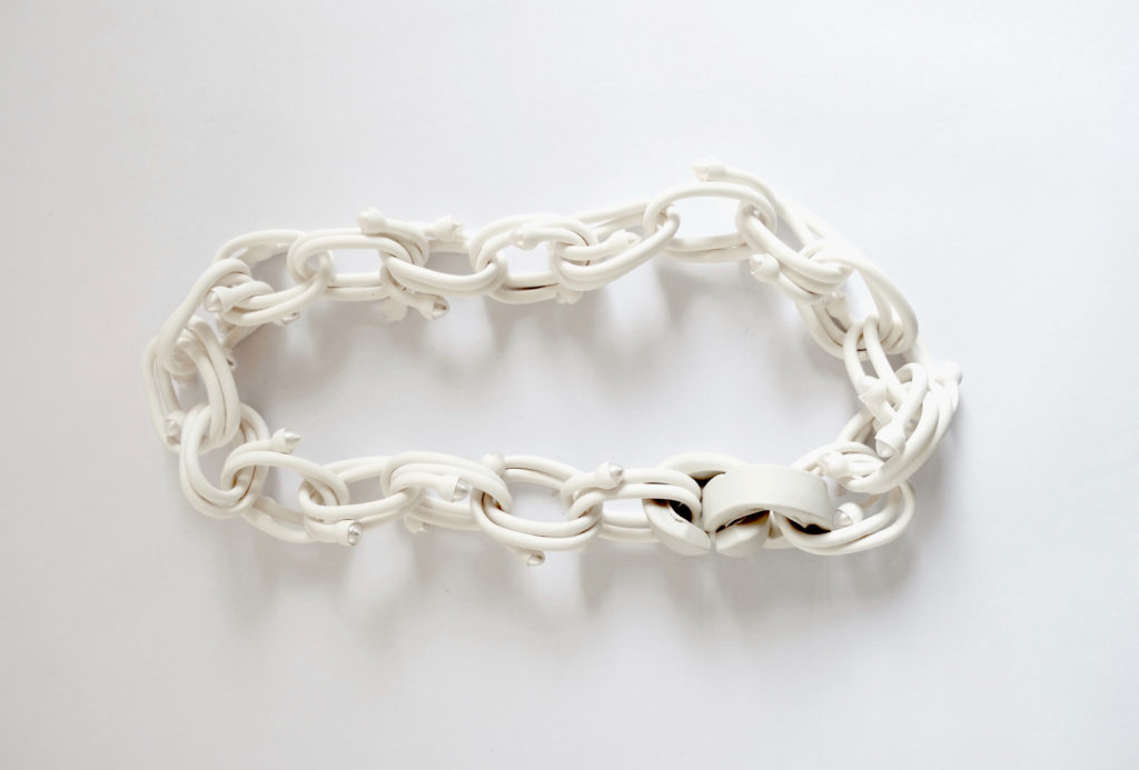 Chain <em>NUANCE CLAIRE</em>. Polyolefin, Chinese cultured pearls, porcelain socket clasp.